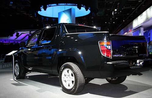 2006 Honda Ridgeline named NAIAS Truck of the Year