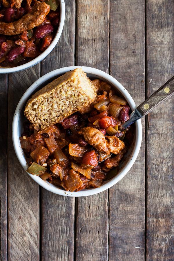 Hearty Vegan Chick'n & Bean Chili